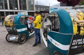 Free transportation to the stadium in ESET cycle rickshaws